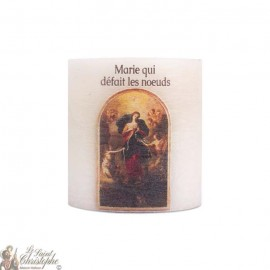 Geparfumeerde en gekleurde kaarsen in de massa aan Maria die de knopen losmaakt
