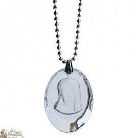 Collier pendentif médaille de la Vierge Marie en verre translucide
