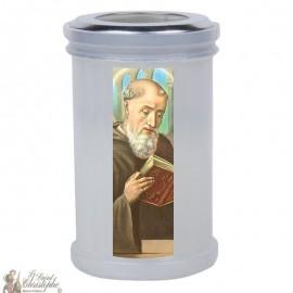 Kaarsen om de heilige Benedictus te bedanken