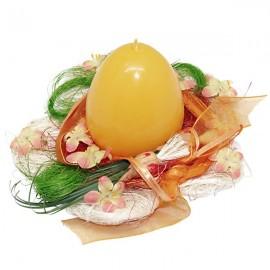 Couronne fleurie de Pâques avec sa bougie