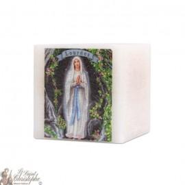 Bougie parfumée et colorée dans la masse à la Vierge marie de Lourdes