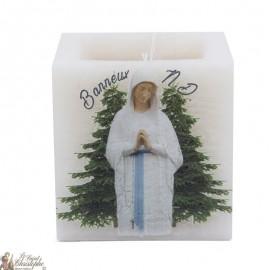 Bougie parfumée et colorée dans la masse Vierge des Pauvres de Banneux N.D