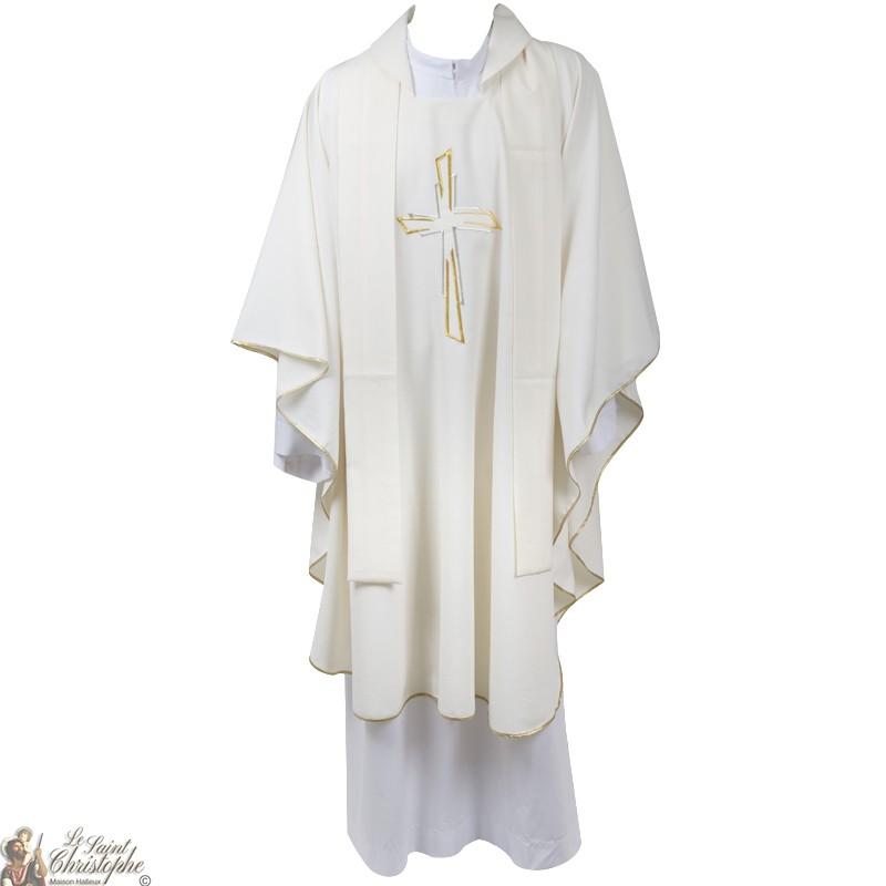 b6496fb92e1 Casulla para sacerdote con estola bordada ...